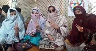 Thousands male, female teachers gather in Quetta for sit-in