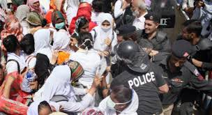 Police baton charge protesting nurses in Karachi