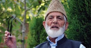 Continue fight till victory, Gilani urges Kashmiri people
